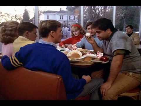 Gas-Tube: Animal House – Scena della mensa