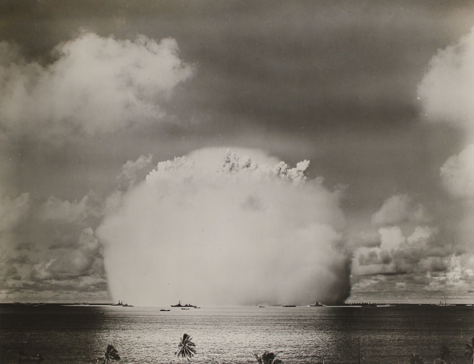 atomic-cloud-from-the-able-day-explosion-over-bikini-lagoon-5dadaa-1600